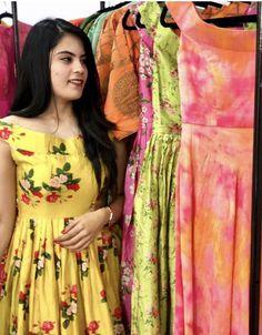Love it Indian Dress Up, Indian Gowns Dresses, Long Gown Dress, Anarkali Dress, Designer Blouse Patterns, Designer Dresses, Frock Fashion, Fashion Dresses, Long Gown Design