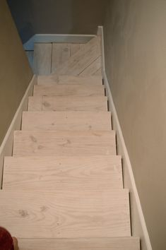 Inventive Staircase Design Tips for the Home – Voyage Afield Staircase Remodel, Staircase Makeover, Interior Paint Colors, Paint Colors For Home, Big Design, House Design, Removing Carpet From Stairs, Staircase Design, Staircase Ideas