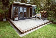 Give your garden a modern but refined feel with the stylish texture of Bradstone Mahina Paving. With a contemporary fleck to replicate granite, this Light Grey Paving creates a unique look. Bradstone Paving, Grey Paving, Concrete Driveways, Paving Stones, Garden Slabs, Patio Slabs, Backyard Patio, Backyard Landscaping, Salisbury House