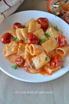 Pasta pomodorini e stracchino,un primo piatto cremoso,veloce e saporitissimo!Stupite i vostri cari con questo squisito primo è da leccarsi i baffi!!