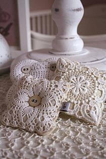 lavender filled with vintage lace Doilies Crafts, Lace Doilies, Fabric Crafts, Sewing Crafts, Sewing Projects, Vintage Crafts, Vintage Sewing, Doily Art, Lavender Bags