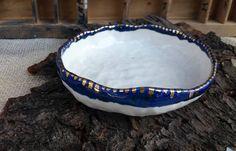Ciotola in porcellana bianco e blu bordo oro / porcelain gold bowl / white blue and gold / romantic bowl / regalo per lei / porta oggetti di QBceramics su Etsy
