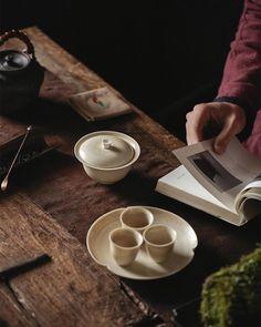 Tea Tray, Tea Bowls, Chinese Tea Room, Ceramics Pottery Mugs, Thé Oolong, Tea Culture, Japanese Tea Ceremony, Tea Cup Set, Drinking Tea