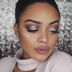 @jasmyndestine showing us one perfect holiday #makeup look . Yay or nay? Comment below. #holidaymakeup