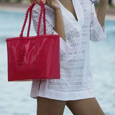 Chic and casual... #carmensol #carmensolofficial #tote #wedges #handbag #baggrab #style #stylish #photooftheday #beauty #shoes #ootd #purse #shopping #fashion #sunnydays #sandals #jellyaccessories #jellytotes #jellybags #jellyshoes #beachwear #beachoutfit #jelly #red #luxury #chic
