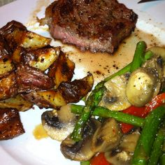 Grilled Ribeye, roasted seasoned potatoes, with sautéed red peppers, asparagus, and mushrooms <3