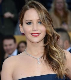 Prom hairstyle for long hair - Jennifer Lawrence's side-swept waves