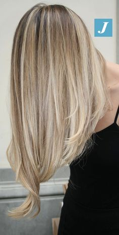 18 Ideas for hair highlights blonde summer haircuts Soft Blonde Highlights, Dark Blonde Hair, Shades Of Blonde, Hair Color Highlights, Blonde Balayage, Carmel Hair Color, Summer Haircuts, Joelle, Long Layered Hair
