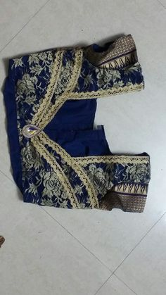 Patch Work Blouse Designs, Simple Blouse Designs, Stylish Blouse Design, Blouse Neck Models, Saree Blouse Neck Designs, Chudidhar Neck Designs, Dress Neck Designs, Model Dress Batik, Designer Blouse Patterns