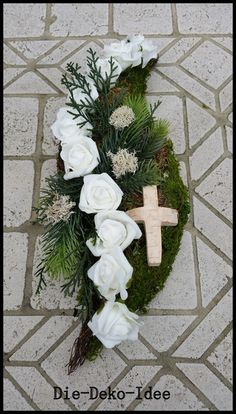 Grabgesteck, Grabschmuck, Trauerfloristik von Die-Deko-Idee auf DaWanda.com Grave Flowers, Cemetery Flowers, Funeral Flowers, Funeral Floral Arrangements, Creative Flower Arrangements, Christmas Diy, Christmas Wreaths, Christmas Decorations, Holiday Decor