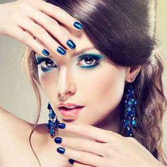 Maquillage en bleu métallique