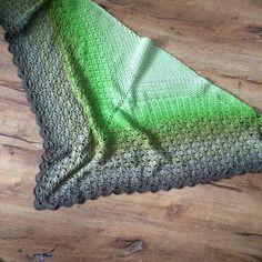 1 skein crochet shawl pattern, Through the Pinewoods Shawl, Scheepjes Whirl, stiped, colour change y 1 patrón de chal de … Crochet Poncho, Crochet Scarves, Knit Shawls, Shawl Patterns, Crochet Patterns, Crochet Ideas, 4 Ply Yarn, Prayer Shawl, Crochet Woman