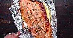 Un bon poisson bien apprêté, c'est tout ce qu'on veut! 17 Day Diet, Fish And Chips, Fish And Seafood, Rice Krispies, Fish Recipes, Banana Bread, Main Dishes, Good Food, Food And Drink