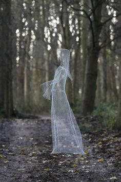 Chickenwire Sculptures of females by artist William Ashley-Norman titled: 'Ghost'