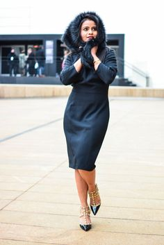 LovePlayingDressup-AdriannaPappell-LittleBlackDress-NehaGandhi-Blogger-NYFW, little black dress, all black, fur collar,gucci crossbody, bcbg pumps, valentino like pumps