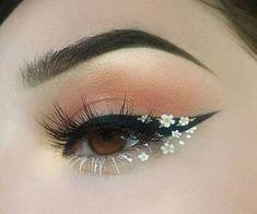 Foto - Daisy Chain Eye Make-up. Eye Makeup Glitter, Eye Makeup Art, Body Makeup, Makeup Inspo, Beauty Makeup, Makeup Style, Makeup Inspiration, Makeup Ideas, Cool Makeup Looks