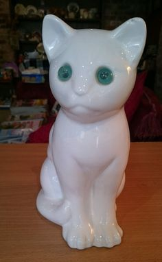 White Kitten Blue-Green Eyes, 8.75 inches tall, additionally stamped 'sia'