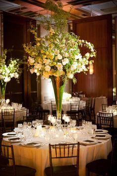 Centros de mesa con verdor, una de las tendencias en bodas. #CentroDeMesa
