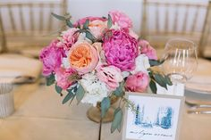 Head-Table-pink-and-peach-flowers-Chicago-History-Museum-Wedding-Chicago-Wedding-Florist-Life-in-Bloom.gif (1125×750)