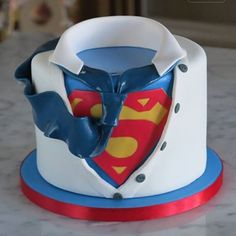 are you looking for awesome ideas to create your Superman cake or need some inspiration for it, look no further, below you can find 23 cool superman cakes Cupcakes, Cupcake Cakes, Bolo Super Man, Bolo Original, Superman Cakes, Superman Suit, Superman Birthday Party, Cake Birthday, Fathers Day Cake