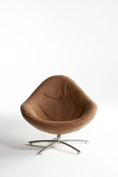 Label | design by Gerard van den Berg: easy chair Hidde in Yak leather