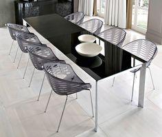Modern extendable table and cool chairs by Domitalia. Design Arter & Citton - Brevettato