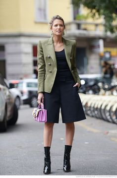 Pin for Later: All the Best Street Style From Milan Fashion Week Milan Fashion Week, Day 6 Helena Bordon. Fall Shorts Outfits, Summer Work Outfits, Short Outfits, Summer Wardrobe, Milan Fashion Week Street Style, Cool Street Fashion, Street Style Women, Office Looks, Style Casual