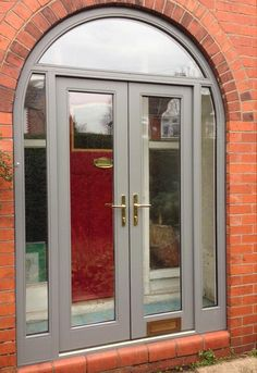 This kind of iron entry doors is a very inspiring and extremely good idea Timber Front Door, Arched Front Door, Wooden Screen Door, Wooden Front Doors, Arched Doors, Exterior Front Doors, Entry Doors, Porch Doors Uk, Composite Front Doors Uk