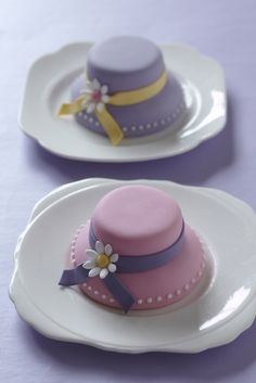 Mini Hat #Cakes #CakeDecorating #LearnWithUs #Issue29