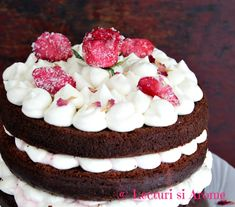 tort cu blat umed ciocolata Easy Desserts, Sweet Tooth, Cheesecake, Food And Drink, Chocolate, Cakes, Tart, Deserts, Kitchens