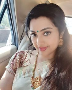 Latest stills of actress Meena, the reigning queen of Kollywood in the and early Beautiful Blonde Girl, Beautiful Girl Indian, Most Beautiful Indian Actress, Beautiful Girl Image, Beautiful Saree, Simply Beautiful, Beautiful Women, Cute Beauty, Beauty Full Girl