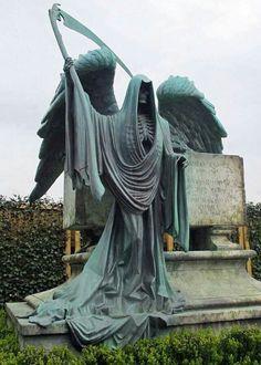 Grim Reaper/Angel of Death - Cemetery sculpture Cemetery Angels, Cemetery Statues, Cemetery Headstones, Old Cemeteries, Cemetery Art, Graveyards, Highgate Cemetery, Art Ancien, Arte Obscura
