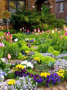 34 Beautiful Flower Garden Design for Backyard - Garden for All Tulips Garden, Planting Flowers, Amazing Gardens, Beautiful Gardens, Flower Garden Design, Flower Landscape, Landscape Design, Beautiful Flowers Garden, Garden Cottage