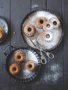 Malinkaté bábovičky jsou výborné k snídani i odpolední kávě. Jsou sladké, vláčné, prostě k nakousnutí! Food, Meal, Essen, Hoods, Meals, Eten
