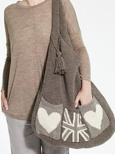 This super-ginormous bag is CROCHETED. Okay, the pockets are knitted, but STILL!! the pattern is FREE <3