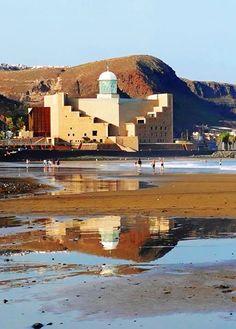 Auditorio Alfredo Krauss desde el mar. Las Palmas de Gran Canaria