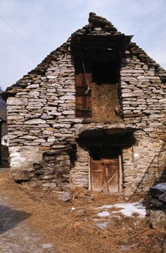 Sonogno / Verzascatal, Scheune; Dia_287-17061 Mountain, Cabin, House Styles, Home Decor, Barn, Memories, Decoration Home, Room Decor, Cottage