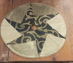 Tabletop Christmas Tree Skirt: Black and gold silk patchwork star