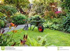 marion fonctionnera aussi dans les jardins de Versailles , car elle est la fille du jardinier qui travaillait dans les jardins.