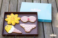 """Qué calor! """"Sol, bikini y helado. Diseño propio que encontrarás en: http://www.galletea.com/galletas-decoradas/"""