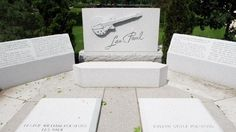 Les Paul: Prairie Home Cemetery, Waukesha, Wisconsin