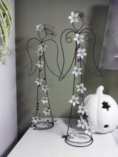 Anděl něžný s perletí *** / Zboží prodejce mopsík | Fler.cz Christmas Angels, Christmas Crafts, Christmas Decorations, Crafts To Make And Sell, Diy And Crafts, Copper Wire Art, Diy Angels, Hanger Crafts, Wire Wrapping Tutorial