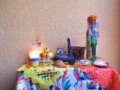 Cómo armar una ofrenda de Día de los Muertos: Ofrenda moderna en casa particular