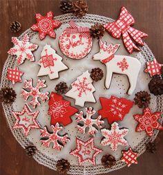 Galletas de navidad en blanco y rojo