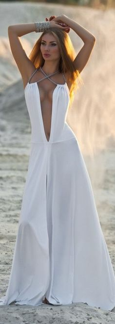the ultimate beach wedding dress. for that outdoor diva...... Sexy Outfits, Sexy Dresses, Evening Dresses, Fashion Dresses, Formal Dresses, Look Fashion, White Fashion, Womens Fashion, Belles Costumes