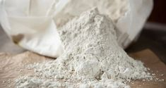 Homestead Uses For Diatomaceous Earth You Should KnowDiatomaceous earth (DE) is one of the most useful products you can have at your homestead, small farm, or even around the house. That might sound like a pretty bold statement, but if you've never heard of DE and its wide range of uses, you've been missing out.Diatomaceous earth factsIn a nutshell, DE is a natural product made up of the fossilized remains of tiny, aquatic organisms called diatoms. The diatoms found in diatomaceous earth are act Diy Termite Treatment, Household Pests, Best Pest Control, Pest Management, Meals In A Jar, Natural Cleaners, Garden Pests, Fleas, Food Grade