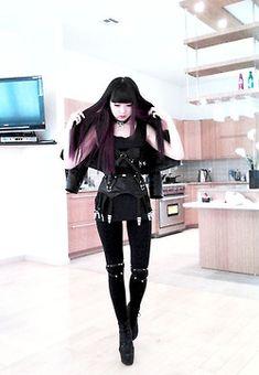 Source : creepyyeha.tumblr.com #fashion #black