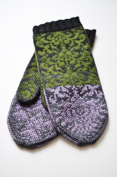 Ravelry: IgnorantBliss' Thistle Mittens