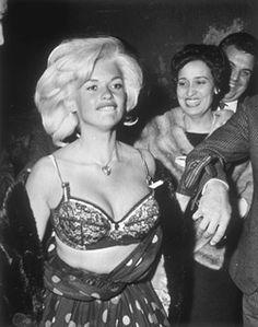Weegee, Jayne Mansfield, Hollywood, c. Vintage Hollywood, Hollywood Glamour, Hollywood Actresses, Classic Hollywood, Hollywood Divas, Jayne Mansfield, Rita Hayworth, Elizabeth Taylor, Weegee Photography