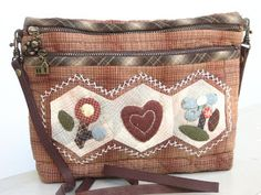 Japanese patchwork bag Japanese Patchwork, Japanese Quilts, Patchwork Bags, Quilted Bag, Japanese Bags, Fabric Bags, Mini Purse, Applique Quilts, Handmade Bags